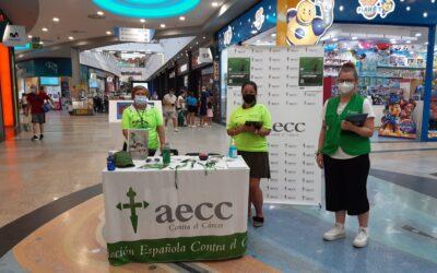 El voluntariado de la AECC promociona la Carrera En Marcha en los centros comerciales Plaza Éboli e Intu Xanadú